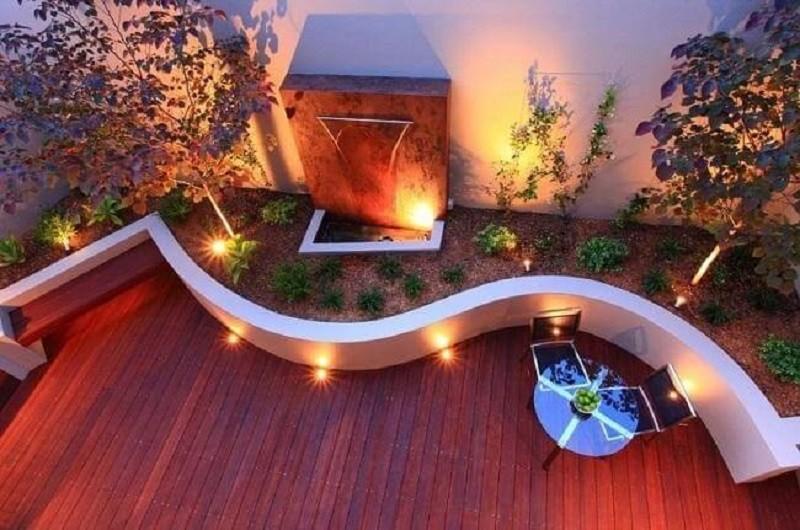 Nhà vườn có đèn